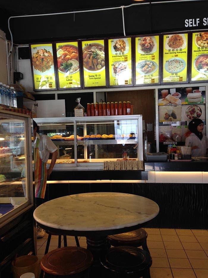 ¿Es barato viajar por Malasia? Restaurante de Kota Kinabalu