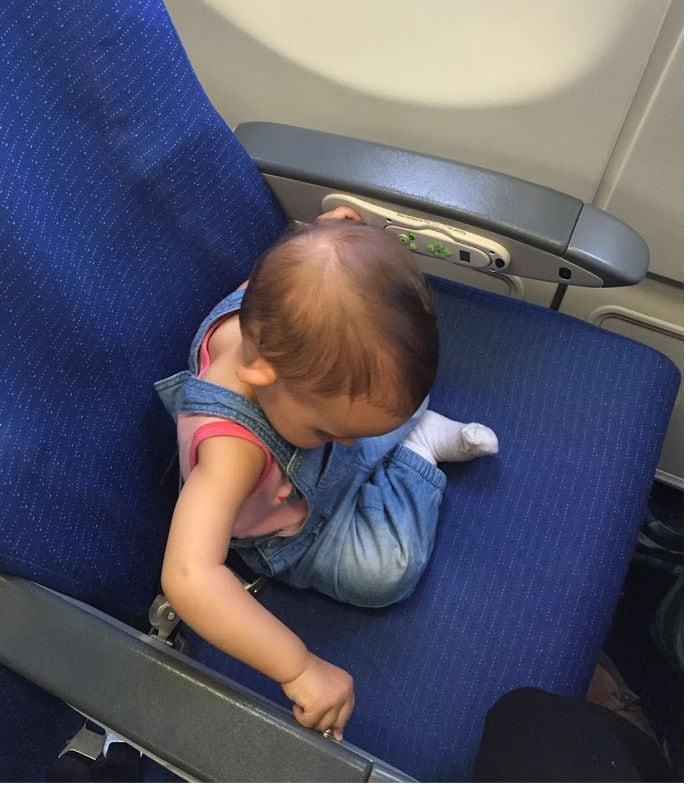 Volando con niños en un avión